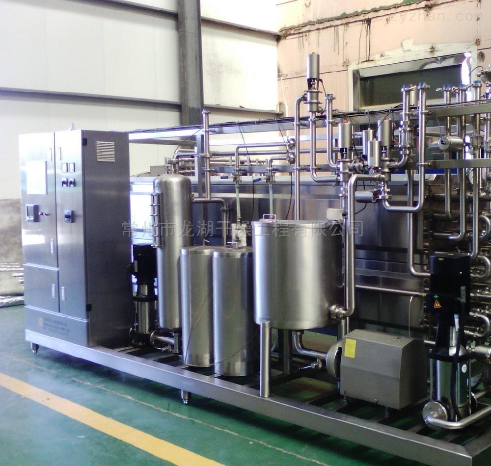 废水处理降膜蒸发器针对化工有机废水高盐分高浓度等特点,基于蒸发浓缩结晶的原理.采用多效减压蒸发浓缩结晶有机废水,对浓缩液中的盐分进行分离后,通过集盐器进行回收,浓缩液进行干燥回收或焚烧处理,,蒸发后的冷凝水一般通过后续的生化处理进行处理,可以实现废水排放的标准。 蒸发器每小时蒸发量从小到大分为1-30吨,其中四效蒸发器浓缩比达到10~15%。可以按交钥匙工程交工。 废水处理降膜蒸发器--适用范围: 废水蒸发器,适用于高浓缩、高粘度,含不溶性固形物等食品、制药、化工、生物工程、环保工程、废液回收等行业进行低