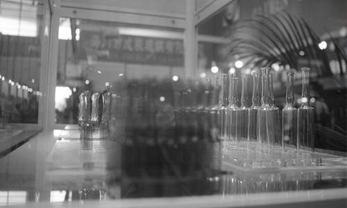 现代化药品检验设备走进藏医药制剂室